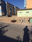 """Жанаозен 5-64 дом, мусор разбросан, где """"Тазалык""""?"""