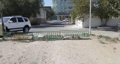Забор на тротуаре (7-1)