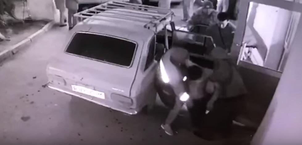 """СМИ: Двое мужчин скончались от """"огнестрела"""" в Мангистауской области (ВИДЕО)"""