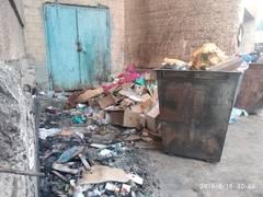 Вот такой мусоросборник каждый день 4 мкр 13 дом