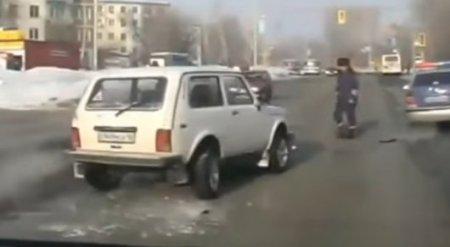 """Полицейский врезался в """"Ниву"""" в Усть-Каменогорске"""