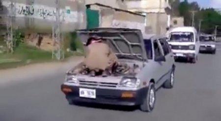 Видео необычного ремонта авто в Пакистане удивило пользователей Сети