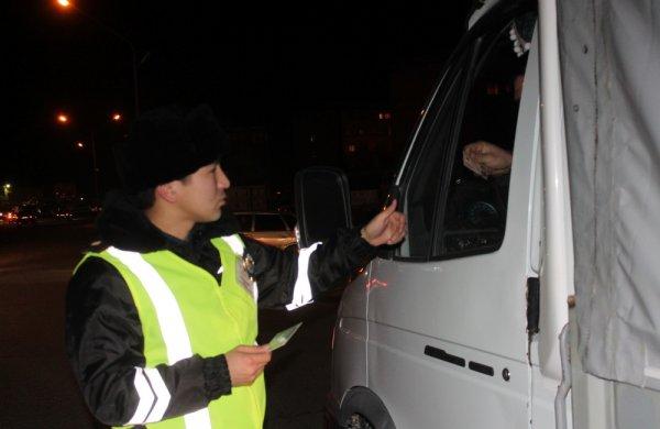 В Актау полицейские задержали автомобиль с подложными номерами
