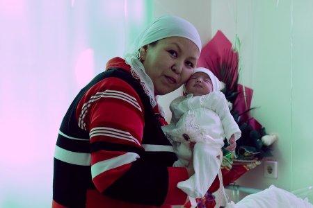 Жительница Мангистау родила тройню вместо ожидаемой двойни