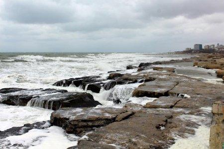 Волны зимнего Каспия