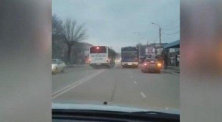 """Водителя автобуса лишили прав за """"байгу"""" на дороге в Шымкенте"""