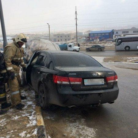 В 29 «А» микрорайоне Актау загорелся автомобиль Hyundai Sonata