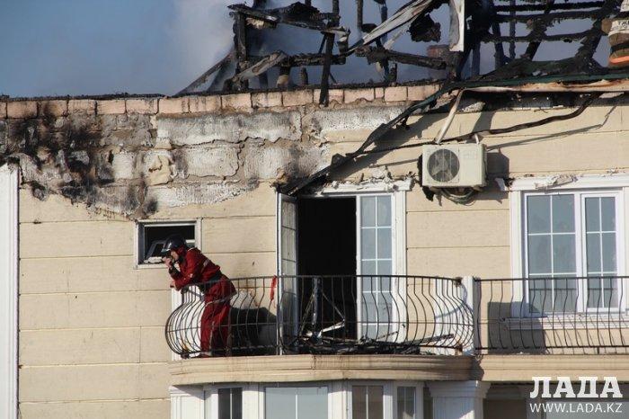 В результате пожара в поселке Приморский сгорела крыша жилого дома