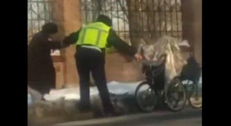 Поступок полицейского из Шымкента растрогал Казнет