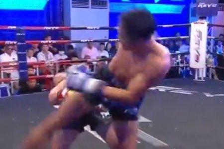 Киргизский кикбоксер во время боя повторил трюк из «Матрицы»