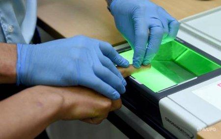 При въезде в Китай иностранцев обяжут сдавать отпечатки пальцев