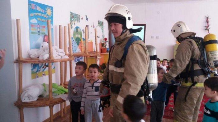 Спасатели Мунайлы провели акцию «Берегись огня» для воспитанников детских садов