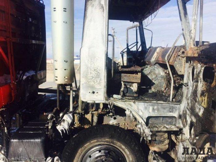 В минувшие выходные в Мангистау сгорел мусоровоз