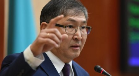 Глава МОН потребовал фамилии учителей, принуждающих использовать электронный дневник