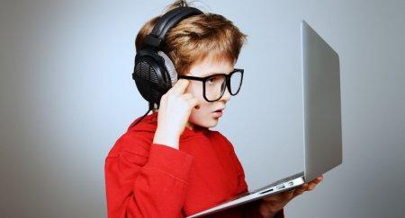 Родителей в РК могут обязать следить за времяпрепровождением детей в Сети