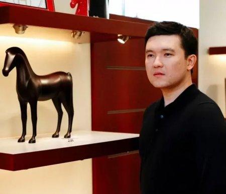 Стриптиз, IPhone 7 и норковая шуба: подарки, о которых мечтают казахстанские мужчины