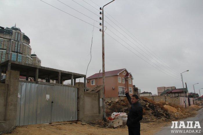 ГКП «АУЭС»: В Актау строители коттеджа в микрорайоне «Самал» воруют электроэнергию