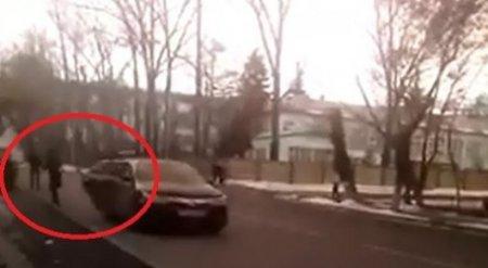 Кража невесты на оживленной улице Алматы попала на видео