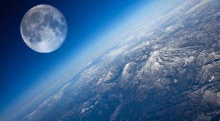 Туристов обещали отправить в полет вокруг Луны в 2018 году