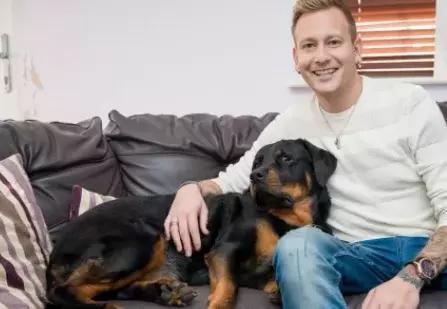 В Англии собака открыла дверь врачам и спасла жизнь хозяину