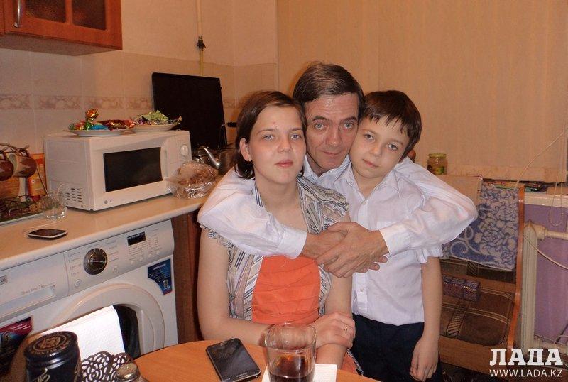 Три сыночка и лапочка-дочка. История в фотографиях