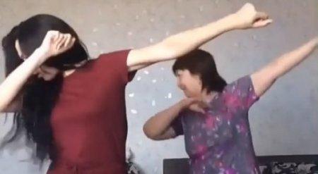 """Программа """"Пусть говорят"""" разыскивает танцующих маму и дочку из Костаная"""
