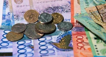 Тои, шубы, айфоны: Для чего казахстанцы берут кредиты в банках