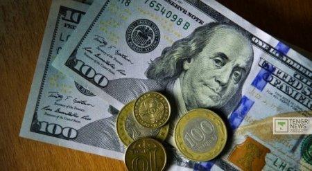Национальная валюта ослабела сразу на 2 тенге