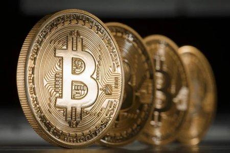 Биткоин сравнялся в цене с унцией золота
