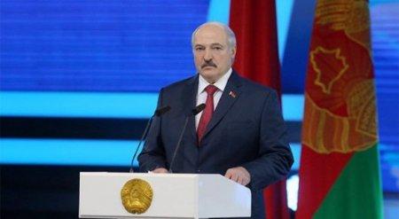 """Лукашенко заявил, что """"мир сошел с ума"""""""