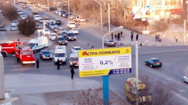 Полиция перекрыла дорогу в центре Актау