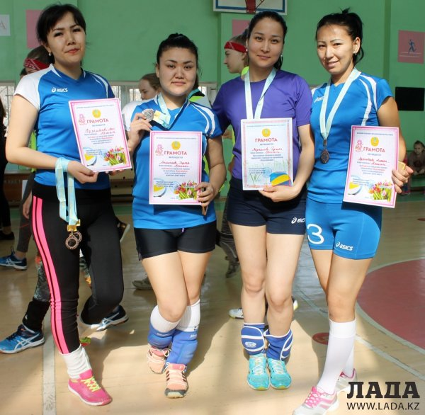 Женская команда «Каспий» стала золотым призером турнира по волейболу в Актау