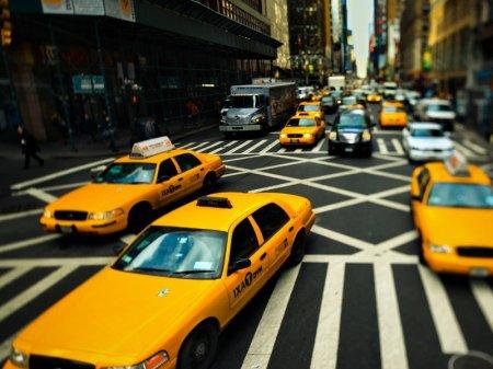Такси желтого цвета оказались безопаснее голубых