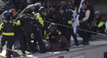 В Сеуле после импичмента президента произошли столкновения