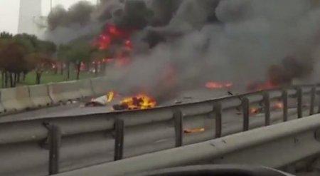 Вертолет упал на автодорогу в Стамбуле, пять человек погибли