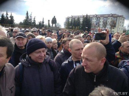 На площади Ленина в Пинске начался марш против декрета о тунеядстве.