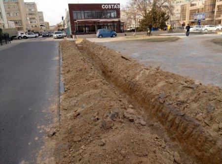 Жители Актау пожаловались на уничтожение цветочных клумб в 5 микрорайоне Актау