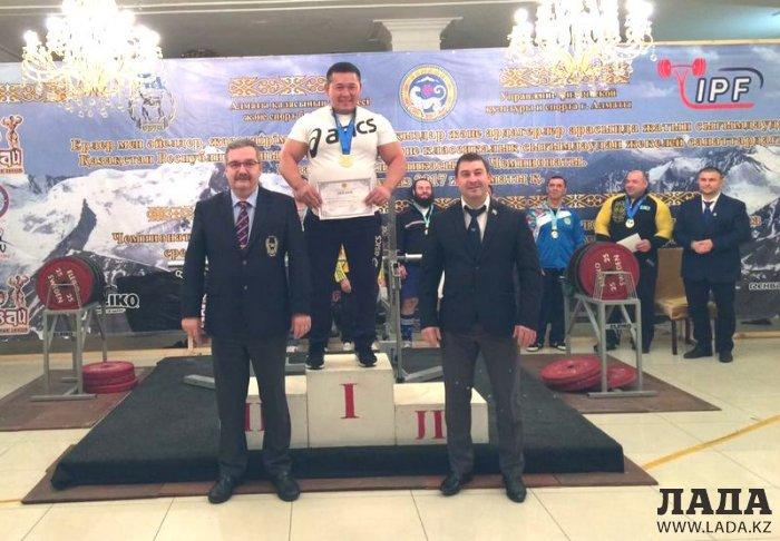 Спортсмены из Мунайлы привезли восемь медалей с чемпионата Казахстана по пауэрлифтингу