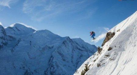 Зрелищное падение: Горнолыжник сорвался со склона во время соревнований