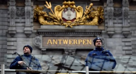Водитель попытался протаранить толпу людей в Бельгии