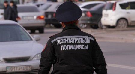 Лист с матерным словом вместо прав показал полицейским водитель в Усть-Каменогорске