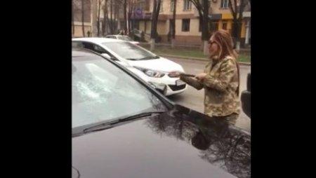 """Казнет взорвало видео жестокой расправы над """"Мерседесом"""""""