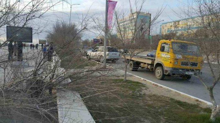 Сбившему деревья на набережной 14 микрорайона водителю Range Rover грозит штраф или лишение прав