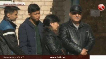 В Алматинской области школьники избили учителя музыки, подростков осудили
