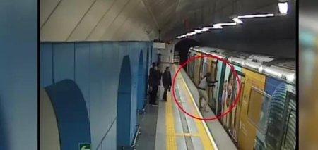 В метро Алматы вынужденно остановился поезд