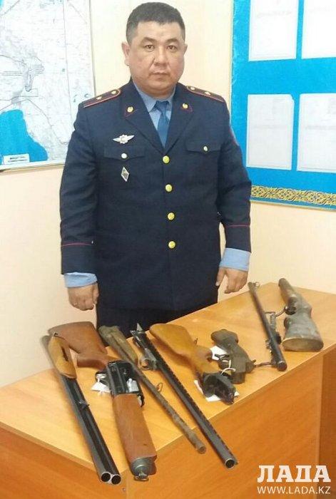 За два дня жители Мангистау сдали в полицию семь единиц огнестрельного оружия