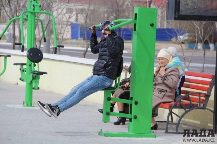 Канат Жумабаев: Уличные тренажеры на набережной 15 микрорайона Актау круглосуточно доступны всем желающим