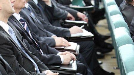 За грубость госслужащим могут запретить продвижение по карьерной лестнице