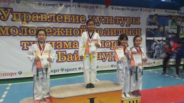 На республиканском турнире актауские таеквондисты удостоились 10 медалей
