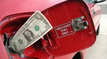 """КазМунайГаз"" объявил о снижении цены на бензин"